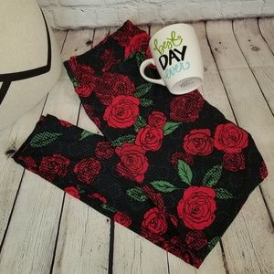 Lularoe Black with Red Roses TC2 Leggings